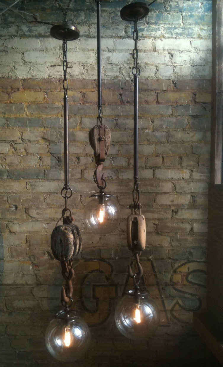 Let 39 s stay vintage industrial inspired lighting Industrial style chandeliers